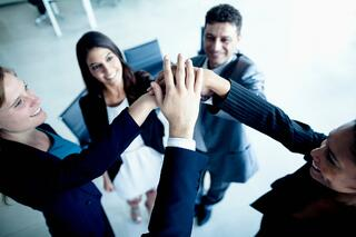 BizTeam-HighFiving-ThinkstockPhotos-462608525.jpg